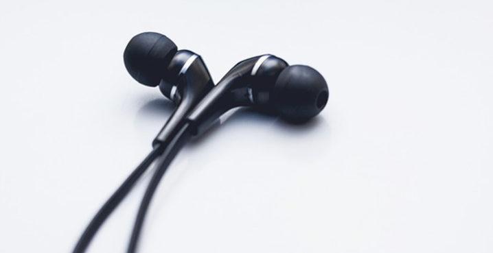 自分の耳に合ったイヤーピースのサイズの選び方ご紹介します!